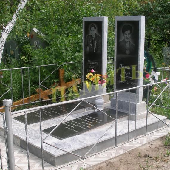 Памятник из мрамора и базальта